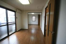 https://image.rentersnet.jp/207e1551-7a87-4d8d-8fbc-dcb268deabbf_property_picture_9494_large.jpg_cap_洋室とつなげて広々空間