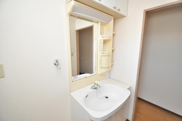 エレガンス川上 人気の独立洗面所はゆったりと余裕のある広さです。