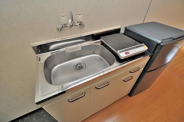 太陽マンション 機能的なキッチンには冷蔵庫が完備されています。