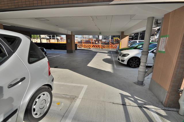 M'プラザ高井田 敷地内にある駐車場。愛車が目の届く所に置けると安心ですよね。