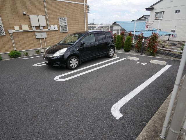 カーサドマーニI駐車場