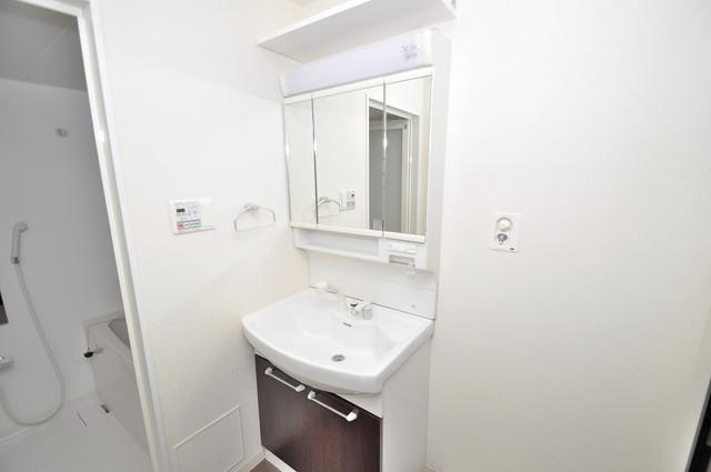 アビタシオン巽 独立した洗面所には洗濯機置場もあり、脱衣場も広めです。