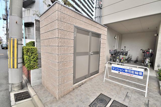 トリニティ東野 朝が弱い方でも安心夜でも出せる嬉しい敷地内ゴミ置き場。