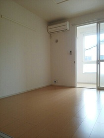 https://image.rentersnet.jp/22102fe8-bd55-428f-8f69-cdc63cd38e0a_property_picture_3520_large.jpg_cap_居室