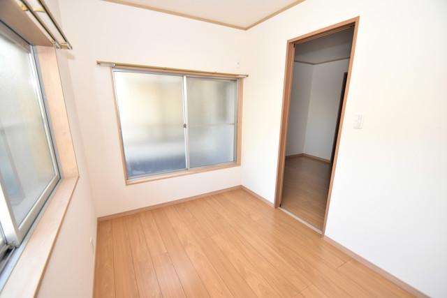 横沼町1-9-12 貸家 2面からの採光なので、とにかく室内が明るいです。