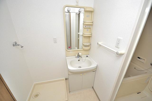 カーサ山野 シンプルな洗面所は脱衣場も兼ねています。