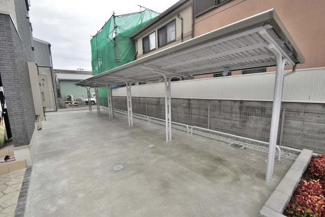 リジエールⅡ 屋根付きの駐輪場は大切な自転車を雨から守ってくれます。