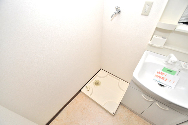 アンプルールフェールヴァンクール 嬉しい室内洗濯機置場。これで洗濯機も長持ちしますね。