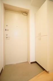 https://image.rentersnet.jp/228ba787-44bb-45d3-808b-968d848bf457_property_picture_961_large.jpg_cap_ゆったりとした玄関