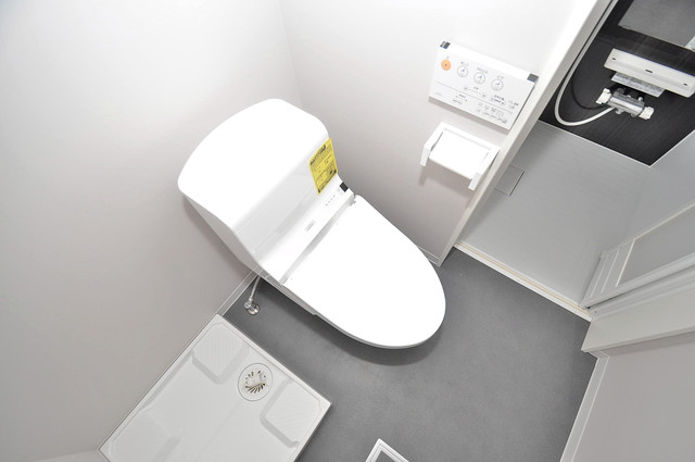Lazward HigashiOsaka  清潔感のある爽やかなトイレ。誰もがリラックスできる空間です。