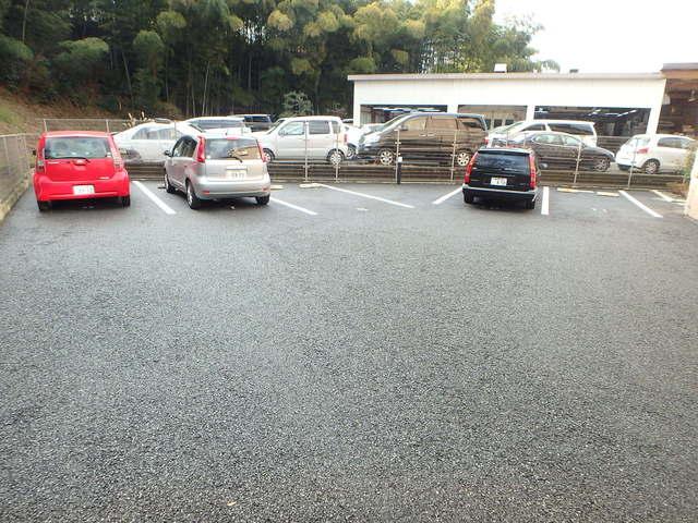 グランディール2駐車場