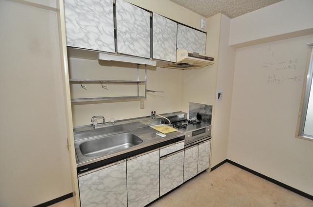 七福興産ビル 大きなキッチンはお料理の時間を楽しくしてくれます。