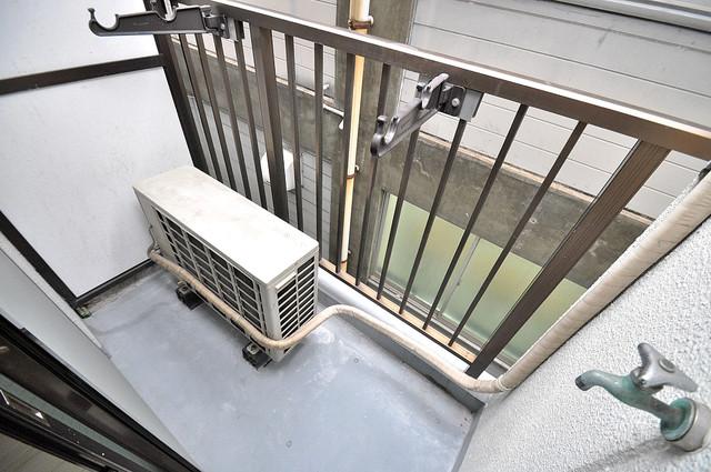 金沢ビル 心地よい風が吹くバルコニー。洗濯物もよく乾きそうです。
