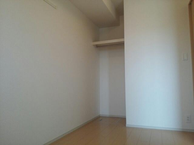 クリスタルガーデン カラー 各所に収納があるので、お部屋がすっきり片付きますね。