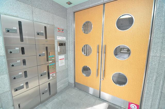 Ritz小阪 高級感があるエントランスは安心のオートロック完備です。