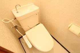 https://image.rentersnet.jp/23de36d1-b2ad-42ba-a5ea-8078b7fa81b8_property_picture_958_large.jpg_cap_トイレ