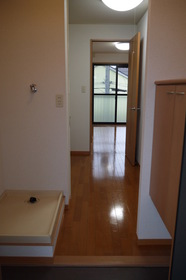 https://image.rentersnet.jp/2416e424-331c-4a5f-a44b-09cdfafbf7cb_property_picture_2419_large.jpg_cap_玄関