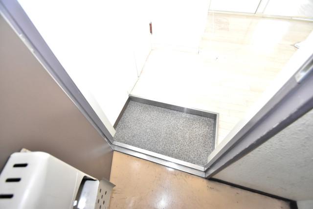 マンションSGI今里ロータリー 玄関から部屋が見えないので急な来客でも安心です。