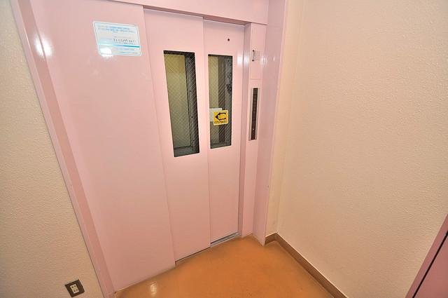 セサミハイム 嬉しい事にエレベーターがあります。重い荷物を持っていても安心