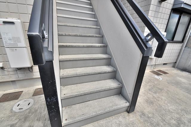 メゾン・ド・エスト この階段を登った先にあなたの新生活が待っていますよ。