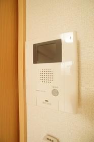 https://image.rentersnet.jp/24827f7a-0c95-4832-8ded-e7c1aaf24327_property_picture_962_large.jpg_cap_安心のモニター付きインターフォン
