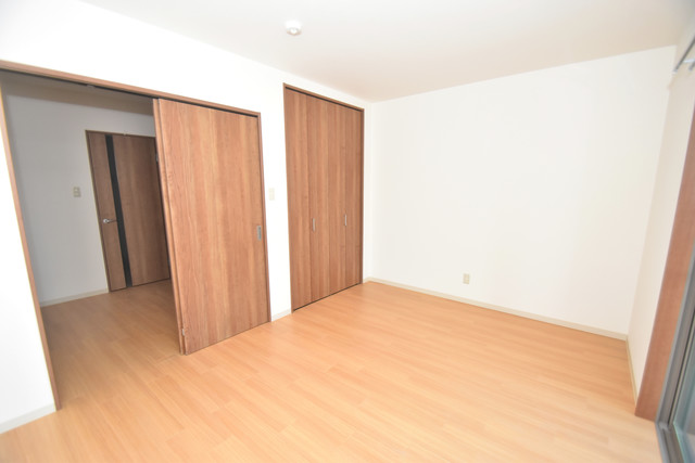 Tースクエア布施 朝には心地よい光が差し込む、このお部屋でお休みください。