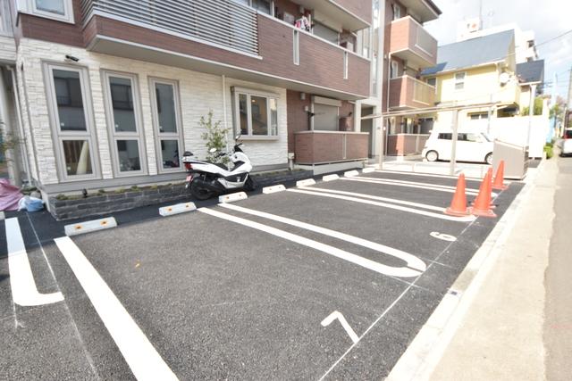 アベリア駐車場