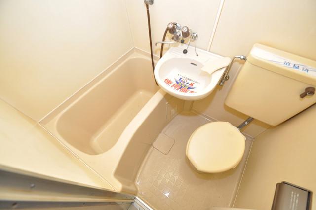 エホールⅢ お風呂・トイレが一緒なのでお部屋が広く使えますね。