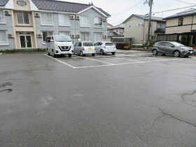 https://image.rentersnet.jp/2507aa27-9f22-4221-bc43-acabd3e81b48_property_picture_959_large.jpg_cap_駐車場