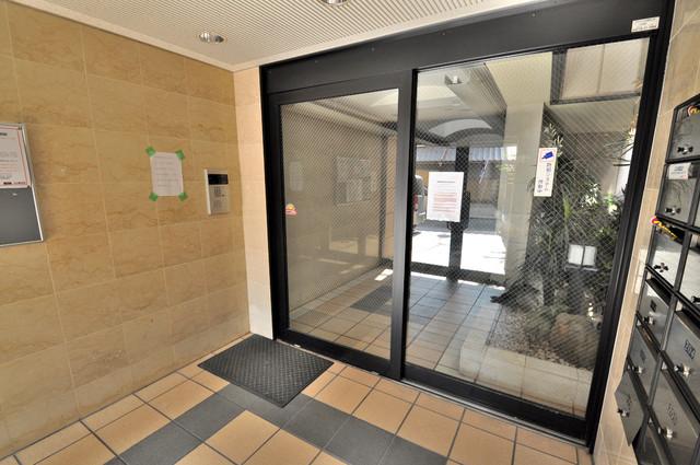ロンモンターニュ小阪 オシャレなエントランスは安心のオートロック完備です。