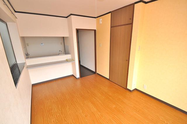 アスリートコート 明るいお部屋はゆったりとしていて、心地よい空間です