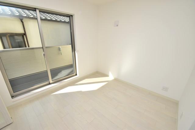 ラモーナ巽南 朝には心地よい光が差し込む、このお部屋でお休みください。