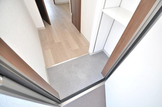 エム・ステージ小路 お部屋の入口には何も置かず、シンプルが一番ですね。