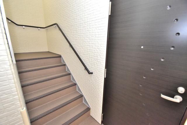 GRANDIR 小路東 この階段を登った先にあなたの新生活が待っていますよ。