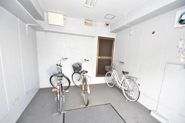 マキノマンション 1階には駐輪場があります。屋内なので、雨の日も安心ですね。
