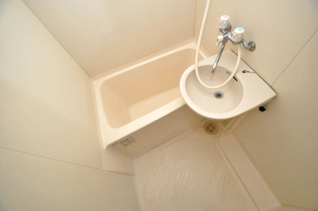 CTビュー永和 ちょうどいいサイズのお風呂です。お掃除も楽にできますよ。