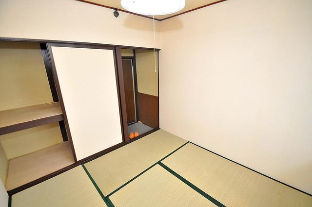開運荘 落ち着いた雰囲気のこのお部屋でゆっくりお休みください。