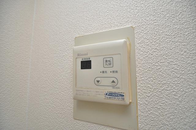 ノアーズアーク深江橋 給湯リモコン付。温度調整は指1本、いつでもお好みの温度です.