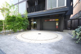 アパートメンツ元麻布内田坂駐車場