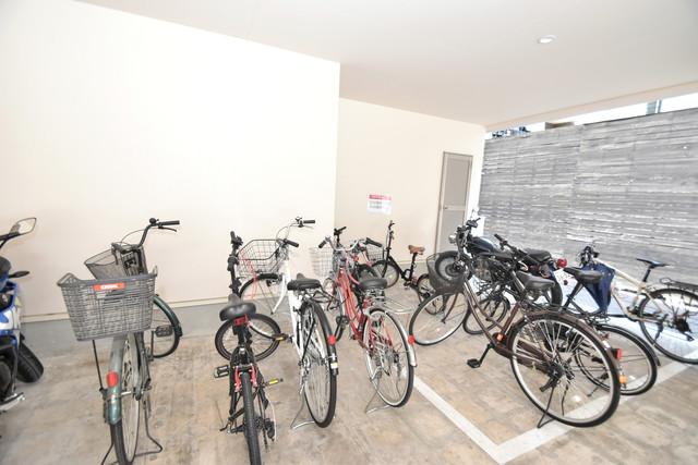 Tースクエア布施 屋内にある駐輪場は大切な自転車を雨から守ってくれます。