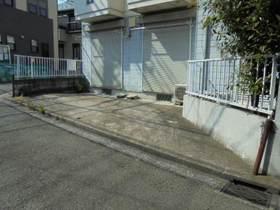 岩崎ハイツ駐車場
