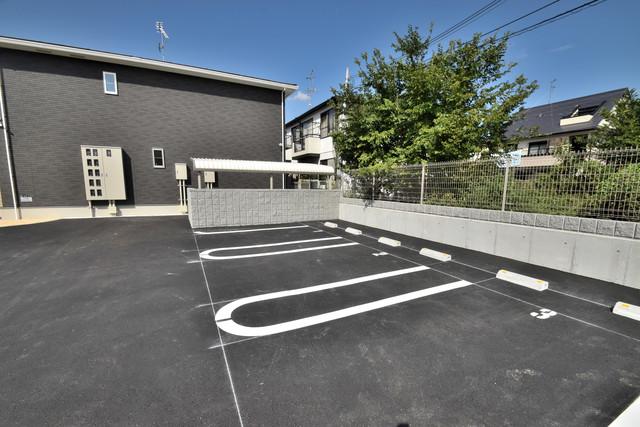 シャルマン大蓮北 敷地内には駐車場があり安心ですね。