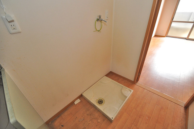 エントピア西堤C 室内に洗濯機置き場があれば雨の日でも安心ですね。