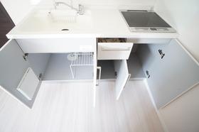 https://image.rentersnet.jp/26daba4f-609c-4556-a8f1-4b394d800b2d_property_picture_956_large.jpg_cap_収納力のあるキッチンです。