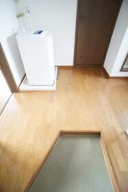 https://image.rentersnet.jp/26e4bad3-63ad-49e4-92ca-57bd717e0240_property_picture_956_large.jpg_cap_玄関