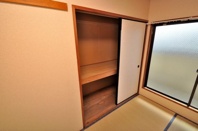 すみれプラザ長堂 大きな押入れがあるので布団をしまえば広々部屋使えます。