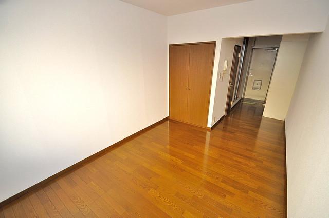 エステートピアナカタC棟 落ち着いた雰囲気のこのお部屋でゆっくりお休みください。