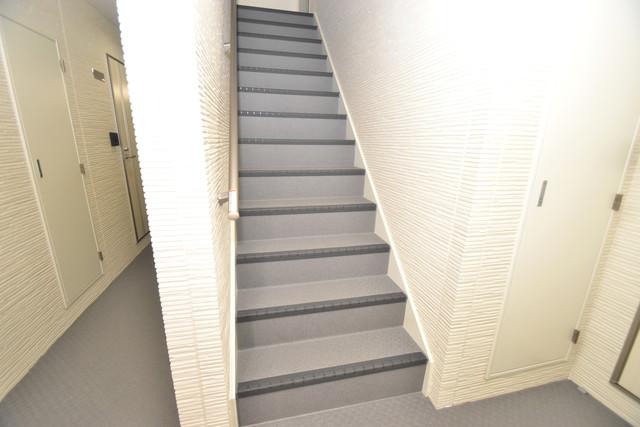 クリエオーレ巽中Ⅰ 2階に伸びていく階段。この建物にはなくてはならないものです。