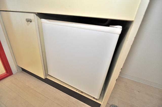 OMレジデンス八戸ノ里 ミニ冷蔵庫付いてます。単身の方には十分な大きさです。