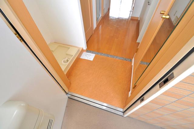 ロータリーマンション長田東 素敵な玄関は毎朝あなたを元気に送りだしてくれますよ。